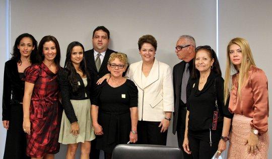 Dilma Rousseff, présidente du Brésil, et les familles de victimes de l'AF447 Rio-Paris